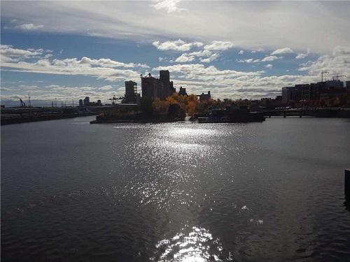 Bassin du Saint-Laurent en face de Montréal. Photo de Grandquebec.com.