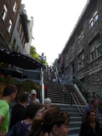 Escalier Petit-Champlain menant de la Basse-Ville de Québec jusqu'au plateau du cap Diamant. Photographie de GrandQuebec.com.