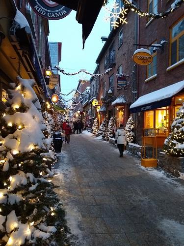 Pour Noël et le temps des fêtes, les rues du Vieux-Québec revêtent leurs plus beaux atours. La rue du Petit-Champlain est toujours aussi jolie sous la neige. Photo d'Anatoly Vorobyev.