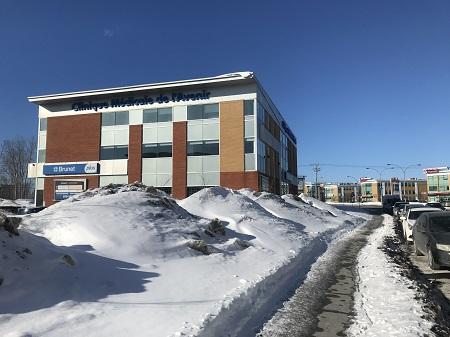 Clinique médicale L'Avenir à Laval. Photo de GrandQuebec.com.