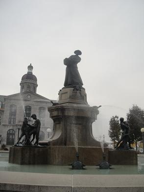 La Fermière, sculpture d'Alfred Laliberté. Photo : © GrandQuebec.com.