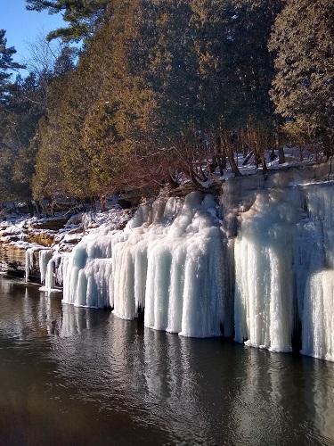 Rivière en hiver. Photo de Nataliya Vorobyova.
