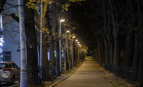 Une rue, la nuit, Montréal. Image de Megan Jorgensen.