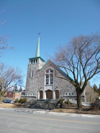 Église Sainte Catherine de Sienne. Adresse : 7070, avenue Somerlend. H4V 1V9. Photo : © GrandQuebec.com.