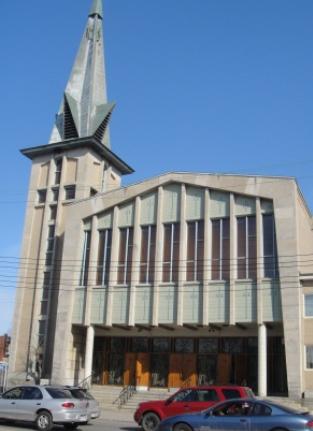 Église Notre-Dame-de-la-Consolata. Arrondissement Villeray-Saint-Michel-Parc-Extension. Adresse : 1700, rue Jean-Talon Est H2E 1T2.Téléphone : 514-374-0122. Photo : © GrandQuebec.com.