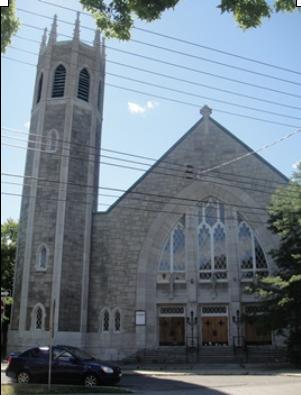 Église Notre-Dame-de-la-Paix, au 345, avenue Strathmore, arrondissement de Verdun. Photo : © GrandQuebec.com.