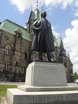 Monument de Laurier en face du Parlement du Québec. Crédit photo : GrandQuebec.com