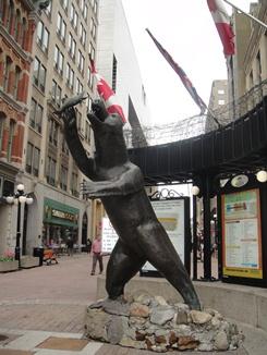 Ottawa, o'ours de la rue Sparks