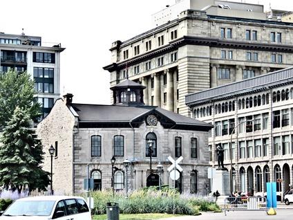 Douane ancienne de Montréal et le monument de John Young