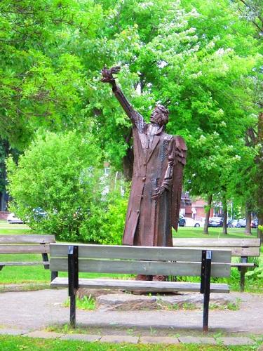 Monument à Laval
