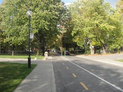 Boulevard Guin en été. Photographie de GrandQuebec.com