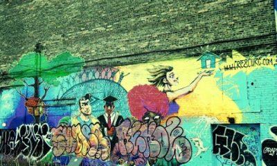 Étudiants, commerçants, politiciens, agriculteurs, Hommes et femmes comme vous et moi, Tous vinrent Et tous furent changés à jamais. Une vague lueur de temps entre deux éternités ; et pas de deuxième chance pour nous, jamais. (Thomas Carlyle, Les Héros et le Culte des Héros.) Photographie de Megan Jorgensen.