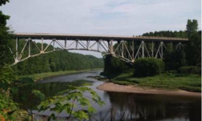 Pont mitoyen reliant Saint-Wenceslas à Saint-Sylvère. Source de l'image : Site Web de la municipalité de St-Wenceslas.
