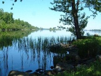 bord de l'eau, métabetchouan lac à la croix