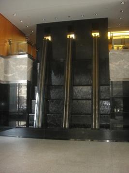 cascades dans le hall 1250 rene levesque