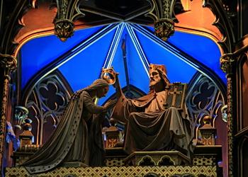christ dépose couronne