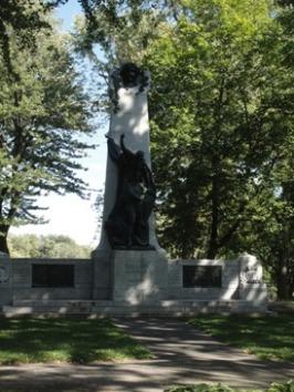 dollard des ormeaux monument