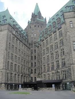 edifice ouest du parlement canadien ottawa