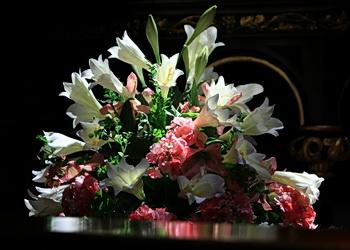 fleurs dans un temple