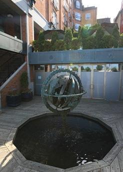 fontaine globe terrestre