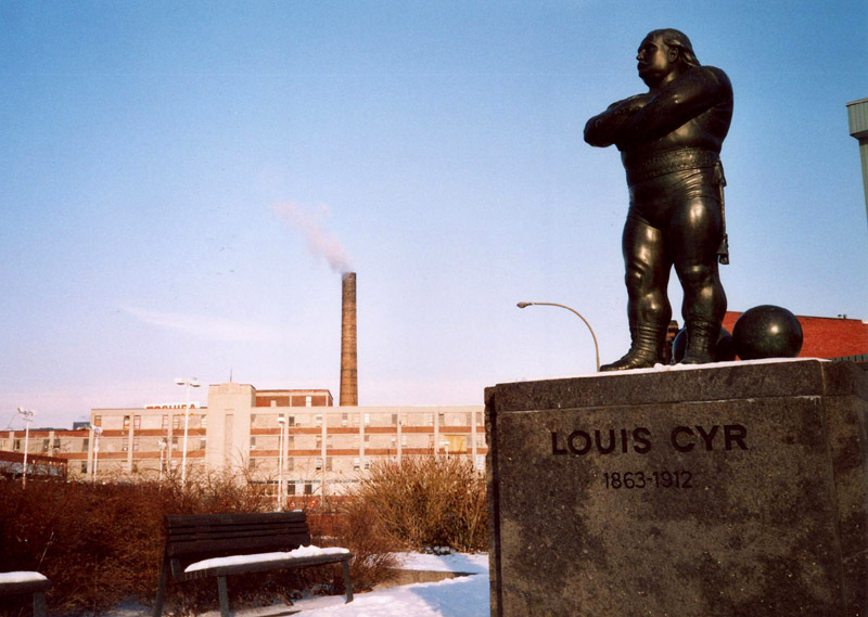 Louis Cyr et l'usine Berliner copyright Grandquébec