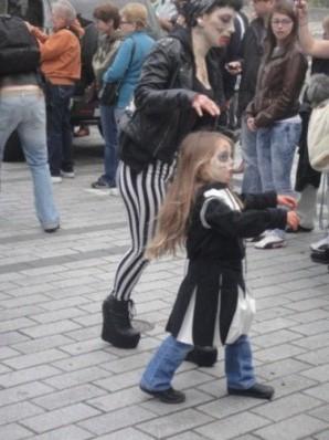 maman et fille zombies