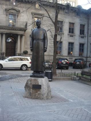 monument frere andre centre ville