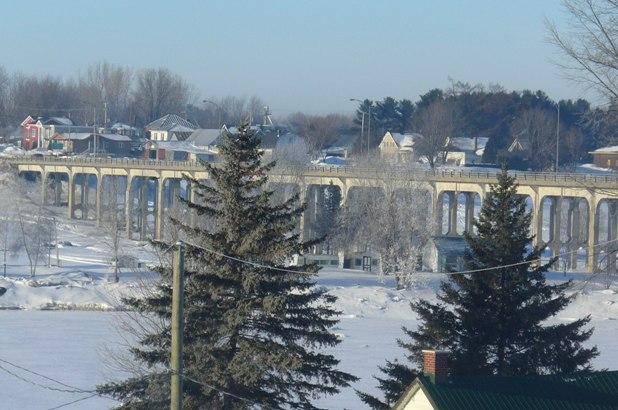 pont David-Laperrière qui relie Saint-François-du-Lac à Pierreville.
