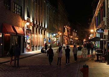 rue saint paul la nuit