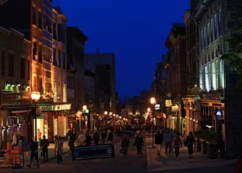 rues du vieux québec la nuit