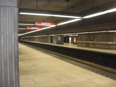 intérieur métro jean drapeau
