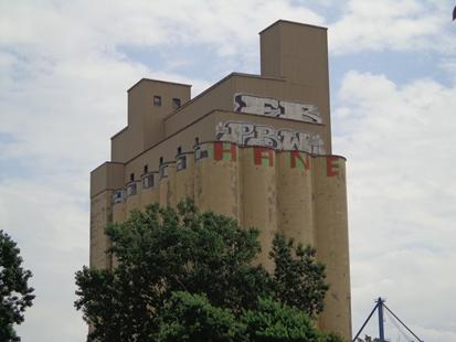 silo du vieux port de montréal