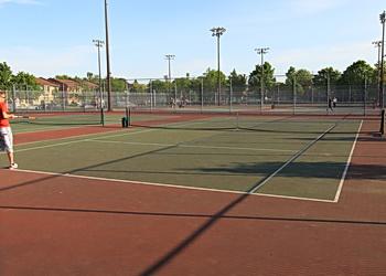 tennis louis riel