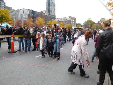 zombies sur la place des arts